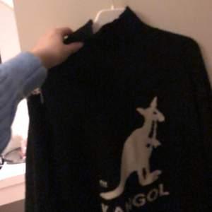 Säljer min älskade kangol tröja om jag får ett bra Bud! Storlek XS, men mer som en S