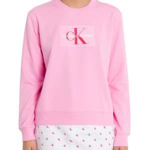 Calvin Klein sweatshirt. Jättefint skick, använt en gång! Dåligt ljus på bilen och lite skrynklig. Sammets märke. Rosa.