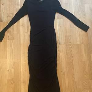 Svart klänning small för 50kr