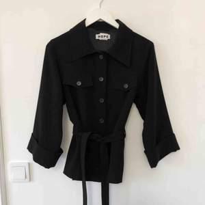 Hope skjorta, saint jacket, stl 34. Jättefint skick.   (Nypris runt 3000kr)   100% Polyester