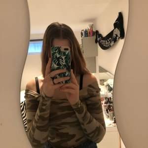 Jättefin långärmad tröja , köpt på Ginatricot och i bra skick, säljs pga att den är för liten. Storlek XS