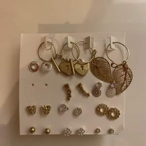 Säljer alla dessa örhängena som aldrig är använda för 60kr. 4 st örhängen är borta från kartan som man kan se men ett mycket bra pris för alla dessa. Frakt ingår!!