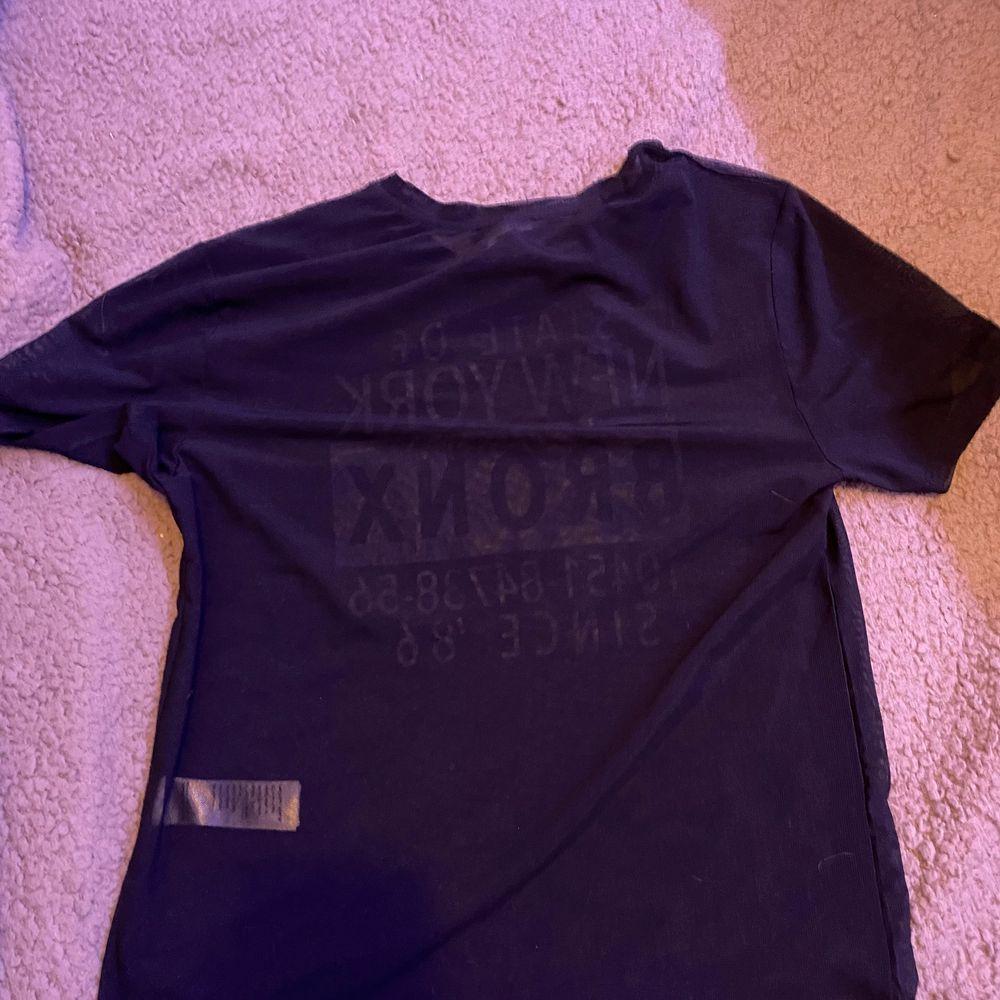 Mesh T-shirt. Lite använd. Från new look 915. Xs. Fraktar eller möts upp i Sthlm. VILL BLI AV MED ALLT. T-shirts.