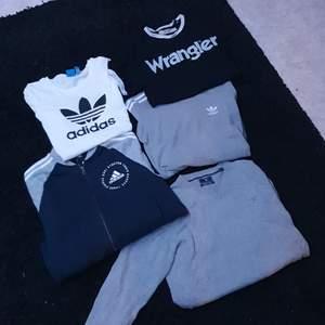 Collegetröja, hoodie med dragkedja, T-shirt, paketpris 300kr, styckepris, kom med bud annars, storlekar mellan xs/s