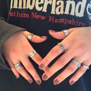 Säker flera hemmagjorda ringar som är gjorda utav gamla bestick! Alla ringar är rost fria och vissa ringar är i ny silver. Budgivning sker i komentarerna eller köp direkt för 100krt☺️ kontakta för mer info eller bilder! Ring 2,7, 6, 5 är sålda!