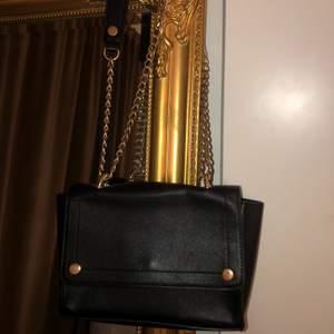Välanvänd väska så kan finnas små skavanker men inget direkt synligt. 50kr+frakt