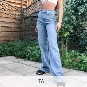 ASOS tall mellanblå jeans, slutsålda passar bra i längd på mig som är 179 cm dom nuddar marken. Knappt använda, bud i kommentarerna om flera är intresserade. Köpare står för frakten, lånad bild från ASOS egna hemsida för att dom inte passar mig.