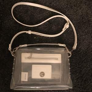Genomskinlig väska från Carin Wester med innerfack. Köparen står för frakt.