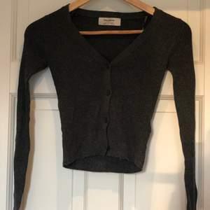 Trendig svart cardigan :) Jätte trendig och helt ny (bud från 150)!