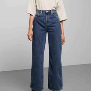 säljer mina Ace jeans från weekday i storlek 25/30 då de inte kommer till användning tyvärr. använda fåtal gånger så i nysick! köparen står för frakt (andra bilden är på hur dem sitter på mig vid benen, är 170cm)💕⚡️