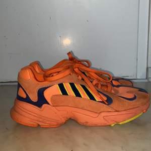Har knappt använt dessa skor och har haft dem i några månader. Väldigt sköna skor och i bra skick. Möts helst upp i Stockholm. Nypris 1200kr.Priset är förhandlingsbart:)