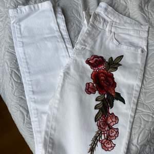 Säljer de fina byxorna pga fel storlek 😔 de är helt oanvända! Säljaren står för frakten 📦