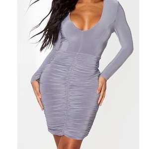 Superfin grå klänning som jag aldrig haft tillfälle att använda pga för många klänningar🤦🏻♀️ storlek UK8/EU36/Small. Lånad bild! Köpare står för frakt