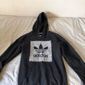 Adidas hoodie storlek S - 150kr + köpare står för frakt.