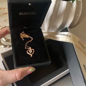 *ÄKTA guld ÄKTA diamanter*Ett glamira halsband oanvänt, fick den i present men kommer tyvärr inte till användning. Eftersom den är ganska dyr så hoppas jag den kommer till användning hos någon annan. Det är äkta guld och de är äkta diamanter