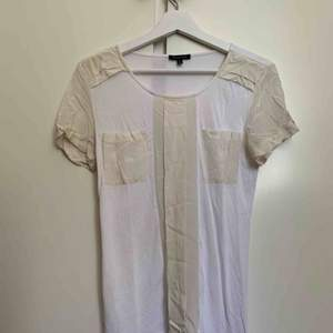 T-shirt made of cotton and silk.