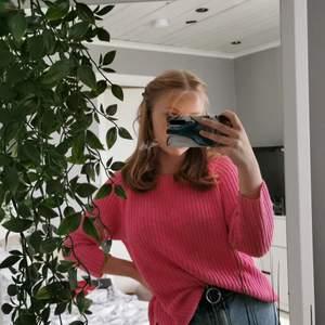 En rosa stickad tröja men dragkedja på ryggen, har inte använt så mycket