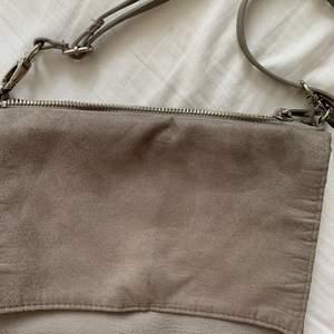 Säljer denna väska då den ej kommer till användning längre