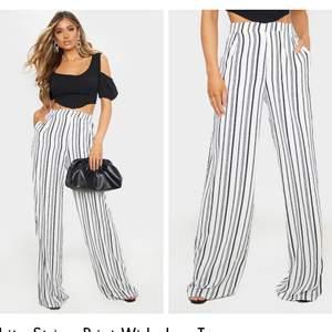 Säljer dessa randiga byxor från PLT. Slutsålda på hemsidan, jag köpte tyvärr fel storlek. Köpare står för frakt🥰🥰