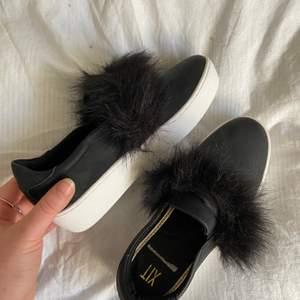 Jättefina slipon skor den xit⚡️⚡️ Aldrig använt tyvärr då dom är lite smalare framtill så passar inte min fot 💘