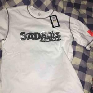 Säljer en limited sadboys one wish tshirt då den är var för liten för mig, bara provad och tagen sitter kvar. Storlek M. Köparen står för frakt om den ska skickas!