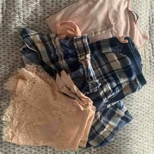 Jättefina, mjukis/sov kläder ifrån hunkemöller. Köpta för ett tag sen men inte blivit använda då de blivit för små. Bra kvalitet och mjuka. 220 plus frakt. Kan köpas separat, skriv om ni vill ha fler bilder😊☺️ storlek S