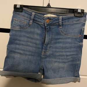 Jeansshorts från ginatricot, modellen MOLLY.