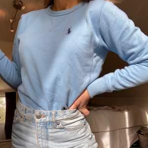 Jättesöt tröja från ralph lauren som köptes här på plick (men köptes i usa från hon som sålde den!) ⚡️ den är XS i storleken! Den är såld när jag har tryckt på såld! Har tyvärr inte mer bilder!