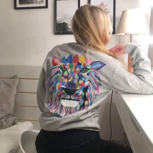 En till lejon tröja Såld!! Men skriv gärna vid intresse, finns i alla möjliga färger💖💖💖