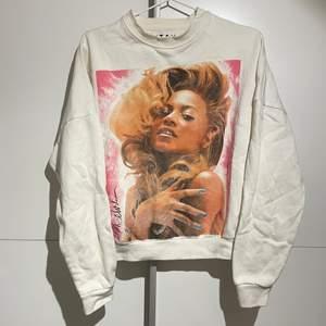 Collegetröja med Beyonce köpt på Carlings. Passar XS/S. Köparen står för frakten! :)