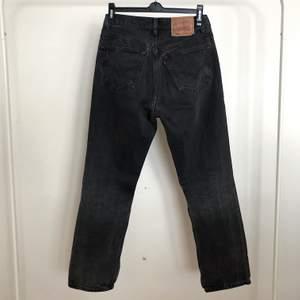 Vintage Levis 501. Svarta stentvättade. W31 l30. (Små i storleken) fint skick!
