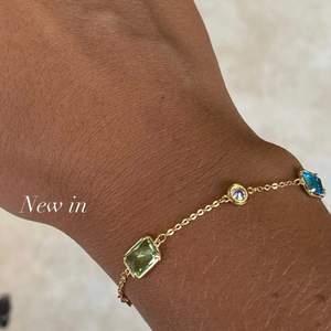 Kolla in mer på @aliceruthjewelry på Instagram!🥰🥰 Gör dessa på beställning! Mönster går att önska! Även storleken är justerbar. 99kr styck!