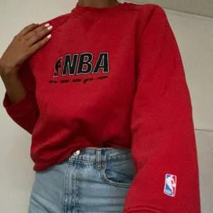 Röd NBA sweatshirt från Champion