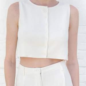 hej hej!! säljer denna jätte fina tröja som jag tyvärr inte fått så mycket användning av. Köptes i stockholm