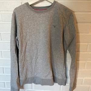 Gant sweatshirt i bra skick, inköpt på Kidsbrandstore. Nypris runt 500, mitt pris 100. Storlek 176 cm/ 16 years