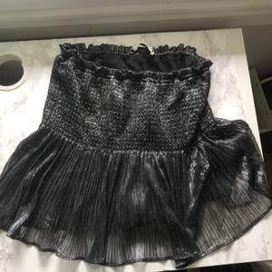 Säljer min kjol från zara! Använd endast en gång💗