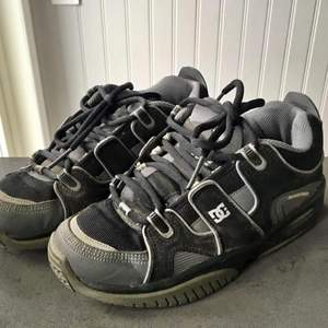 Ett par asssnygga Dc skor som jag säljer pga dom inte passade mig.