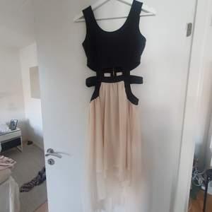 Jätte fin klänning som bara är använd 1 gång tyvärr.