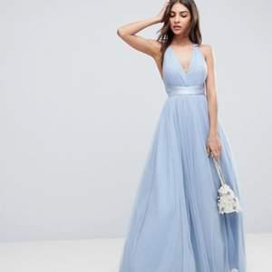 Kollar om det är någon som är intresserad av min balklänning från ASOS! Nypris: 800 kr 🤩