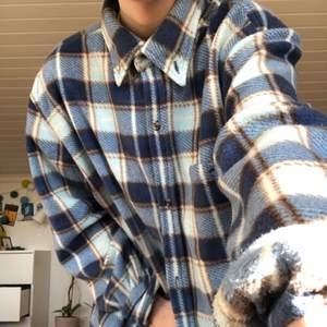 Jättemysig och snygg skjorta i fleecematerial!