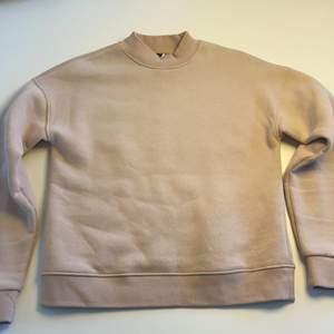 Tjockare tröja från visual clothing project/MQ. Utgången tröja. Säljer pga av förliten, inte använd men lappen är av