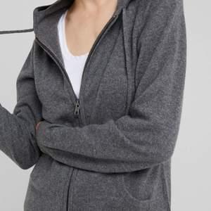 Säljer min superfina zip hoodie från davida!! 100% Kashmir/cashmere, som ny!!!💖💖