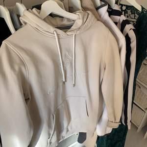 Gant hoodie i stl.M💕 köpt för 1 år sedan men bara hängt i gaderoben, och använt ett fåtal gånger✨