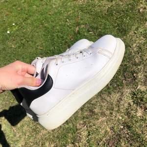 Jättesnygga skor från Nelly.com. Köpta nu i vintras och är i väldigt fint skick!