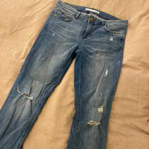 Ett par coola jeans från Zara, vääldigt strechiga! Storlek 38 💘