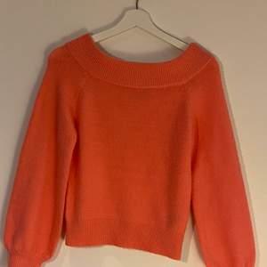 Korall rosa offshulder tröja ifrån Gina. Aldrig använd alltså i helt nytt skick. Strl Xs