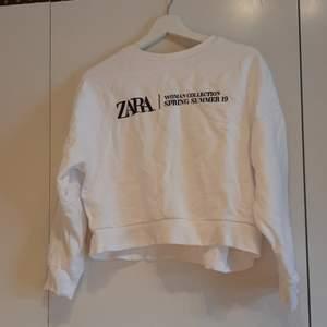 Sweatshirt från Zara i storlek S