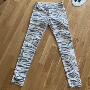 White Tiger pants size 28