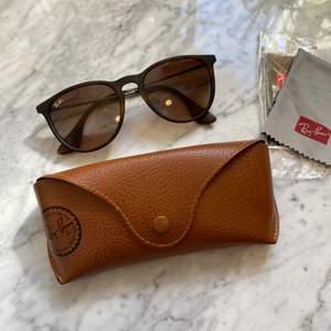 Äkta bruna Rayban solglasögon i modellen Erika. FRAKT INGÅR. Ord. Pris: 1439kr