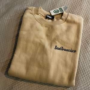 Oanvänd Crewneck Sweater från Sydkorea. Köparen står för frakt 📦  Skick: 10/10